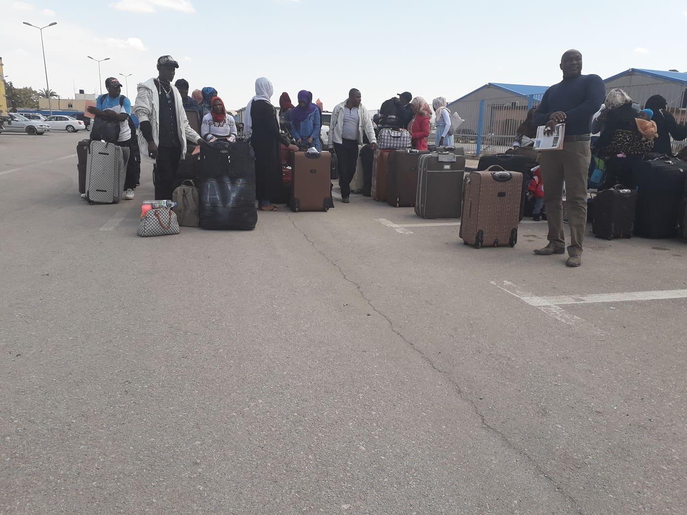 ترحيل مهاجرين - مطار بنينا الدولي