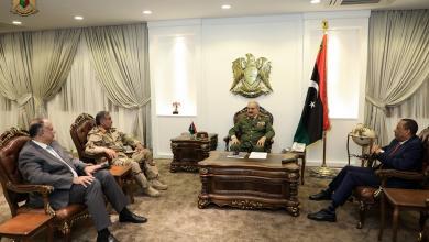 صورة حفتر يبحث ترتيبات تأمين طرابلس