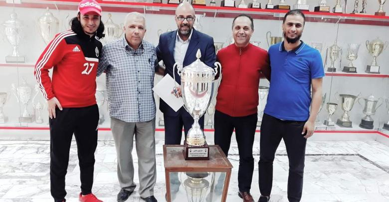 إدارة الاتحاد تكرم النعاس مدرب فريق كرة الصالات