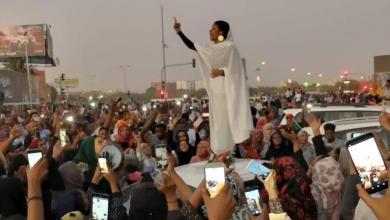 صورة أيقونة الاحتجاجات تلهم السودانيات لمزيد من الاحتجاج