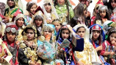 تلميذات مدرسة المجد في سرت فضلن الزي الوطني للاحتفال