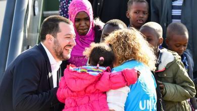 إيطاليا تستقبل 150 رجلا وإمرأة من ليبيا