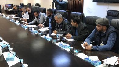 Photo of لجنة للتفاوض بشأن زيادة مرتبات العاملين بالنفط