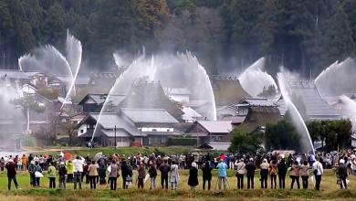 Photo of مهرجان ياباني غريب يُحوّل قرية إلى نافورة