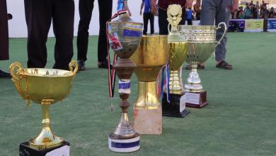 دوري مدرسة عمر يكرم اللاعب سعد فتح الله