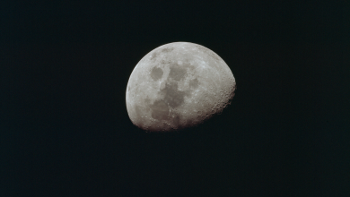 "Photo of القمر يُكْمِل ""نصف دينه"" بعد 5 سنوات.. اقْرأ لتعرف"