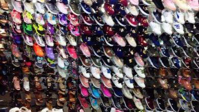Photo of انخفاض الأسعار يُنشّط حركة سوق الأحذية