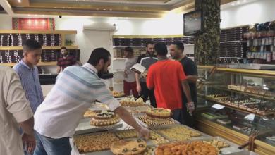 Photo of سكان المرج يتوافدون لشراء الحلويات