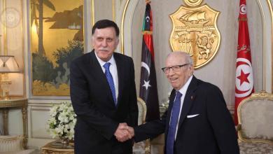 الرئيس التونسي الباجي قائد السبسي مع رئيس المجلس الرئاسي لحكومة الوفاق فائز السراج
