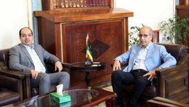 اجتماع محافظ مصرف ليبيا المركزي في طرابلس الصديق الكبير مع النائب بالمجلس الرئاسي أحمد معيتيق