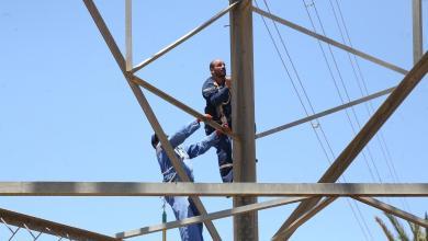 Photo of أعمال كهربائية لتحسين شوارع طبرق