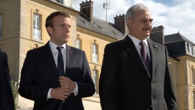 قائد الجيش الوطني المشير خليفة حفتر والرئيس الفرنسي إمانويل ماكرون