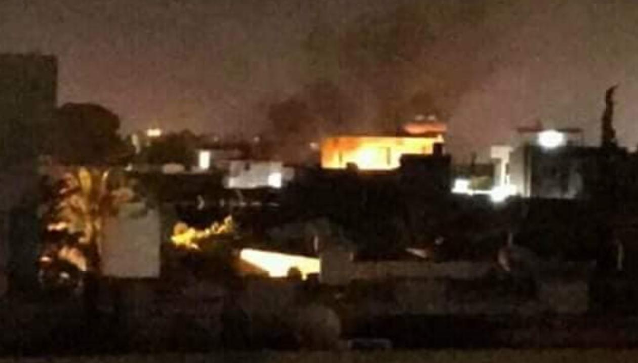 """ضربات جوية استهدفت معسكر """"السعداوي"""" في عين زارة-الصورة: فيسبوك"""