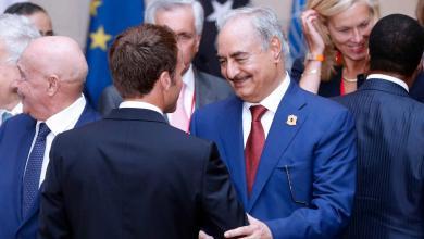 قائد الجيش الوطني المشير خليفة حفتر والرئيس الفرنسي إيمانويل ماكرون - ارشيفية