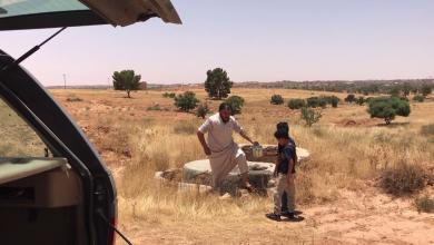 """صورة """"الشاطر"""" مزارع يواجه الحرائق وتهميش السلطات"""