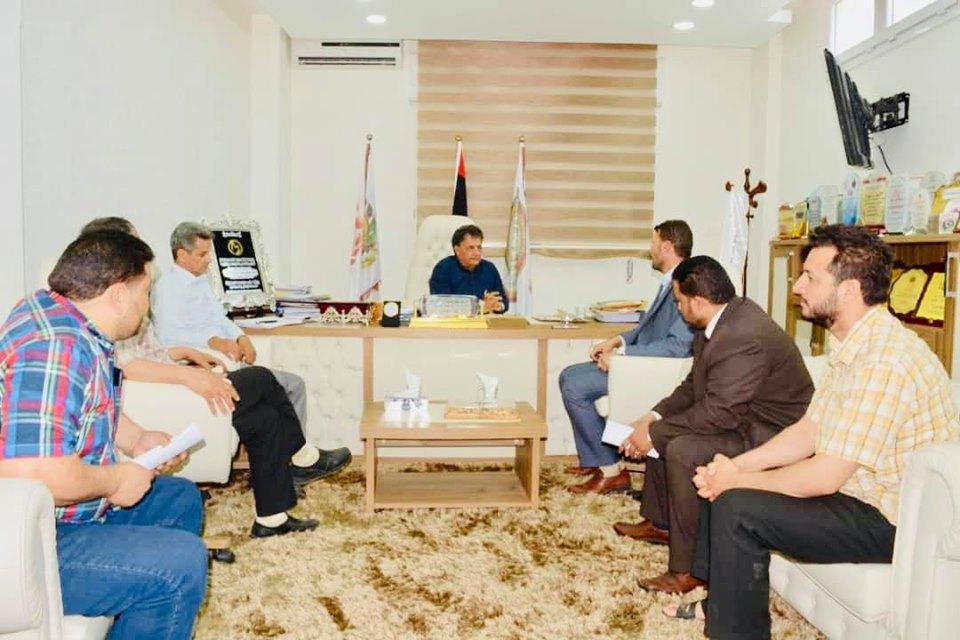 وفد من بلدي المرج ومسؤوليها الصحيين يلتقي مع وزير الصحة سعد عقوب