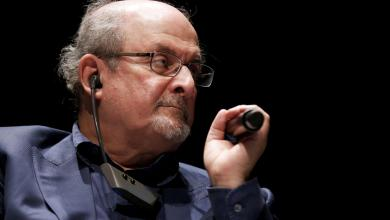 "صورة ""سلمان رشدي"".. حكاية دم مهدور"