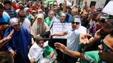 Photo of احتجاجات غاضبة تُضيّق الخناق على بن صالح