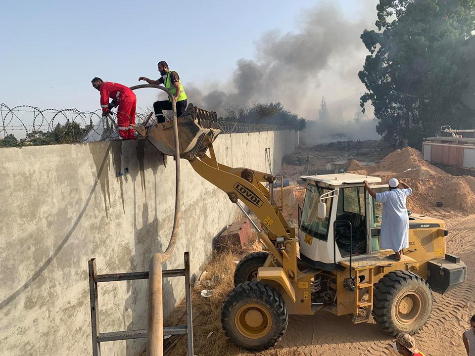رجال الإطفاء يخمدون حريقاً شب في مزرعة وشركة في الكريمية