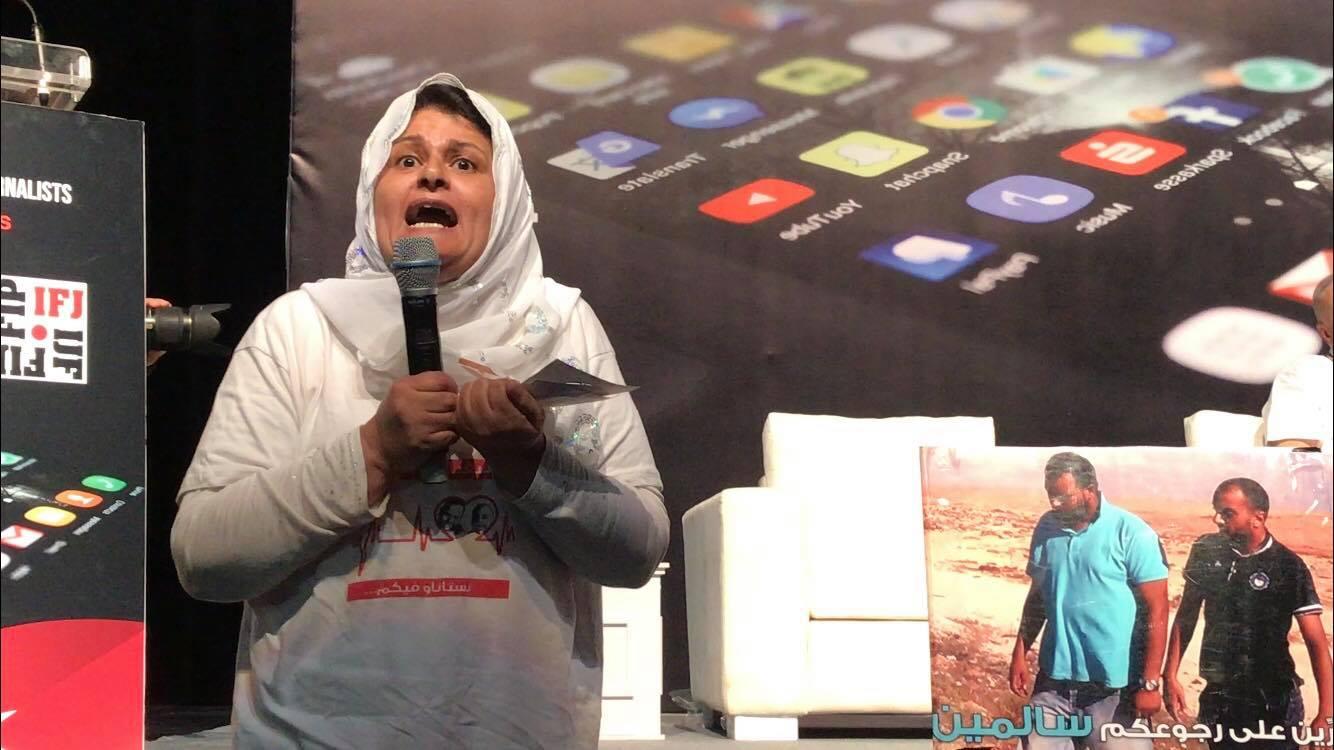 سنية بن رجب والدة الصحفي نذير القطاري