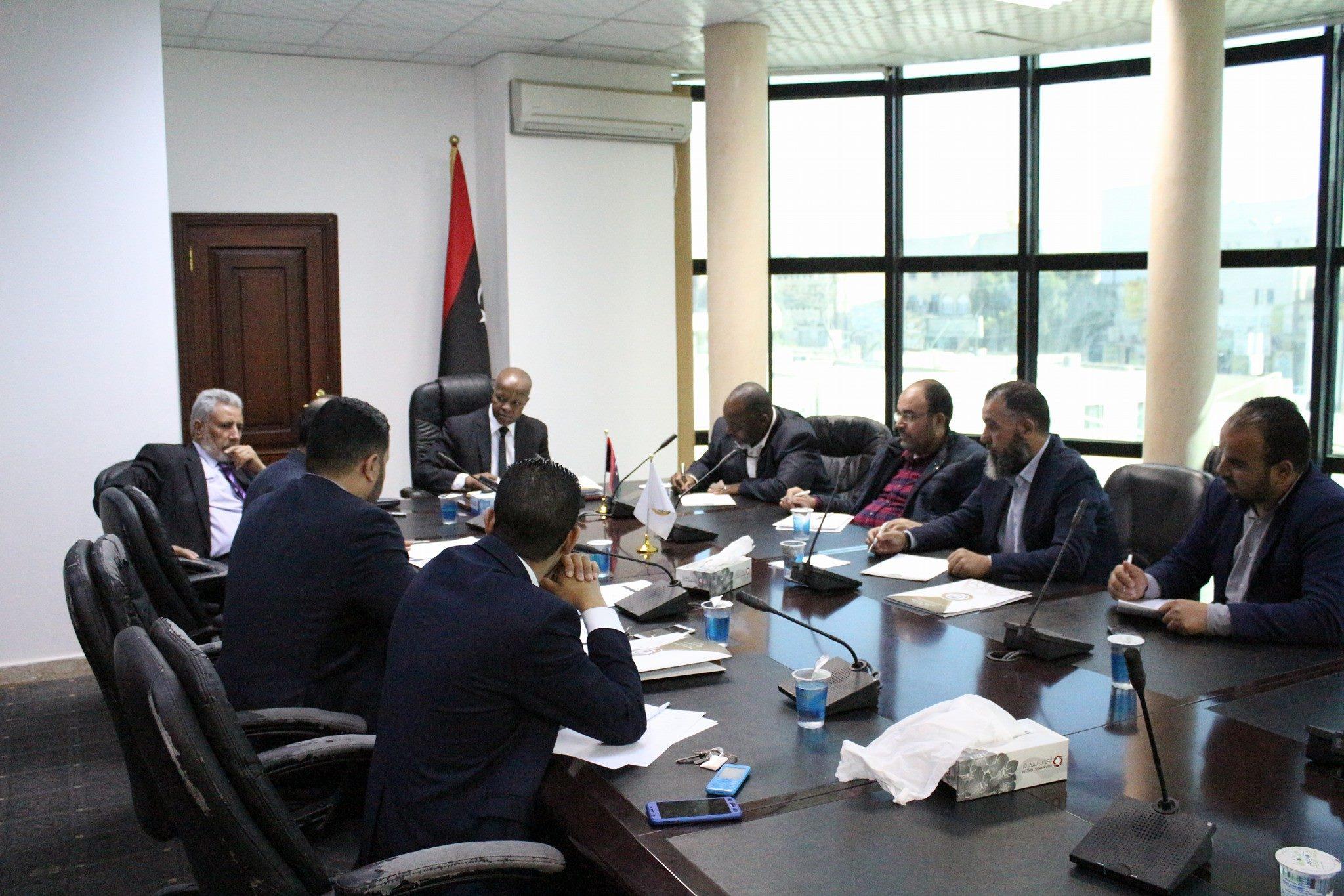 """اجتماع وزارة العمل والتأهيل بحكومة الوفاق - """"أرشيفية"""""""