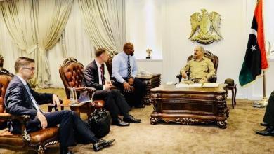 لقاء قائد الجيش الوطني المشير خليفة حفتر مع السفير الألماني لدى ليبيا أوليفر أوفتشا والمدير الإقليمي لوزارة الشؤون الخارجية الألمانية كريستيان بوك
