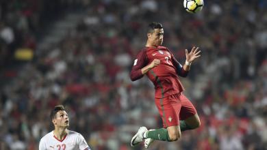 "Photo of رونالدو ""يفرد عضلاته"" بالزي البرتغالي أمام سويسرا"