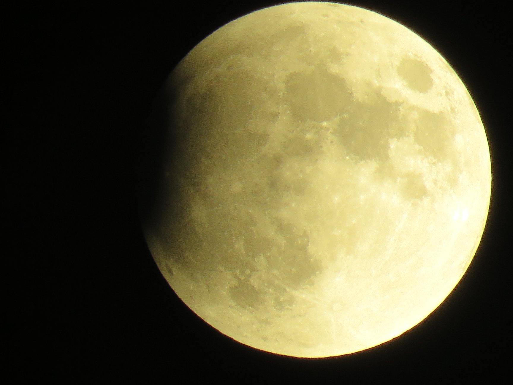 أولى صور الخسوف للقمر نشرتها جمعية رؤية لهواة الفلك