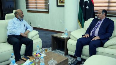 اجتماع النائب بالمجلس الرئاسي عبد السلام كاجمان مع وزير الصحة المفوض أحميد محمد بن عمر