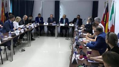 محافظ مصرف ليبيا المركزي، الصديق الكبير، مع رئيس بعثة الاتحاد الأوروبي آلان بوقيجا، وسفراء دول الاتحاد الأوروبي لدى ليبيا
