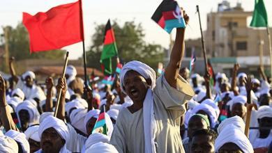 Photo of السودان.. الاحتجاجات تسبق إعلان الوثيقة الدستورية