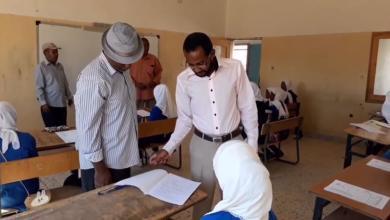 العميد المكلف ومسؤول مكتب التعليم يزورون مدارس بلدية وادي عتبة للوقوف على سير الامتحانات