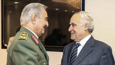 المبعوث الأممي في ليبيا غسان سلامة والمشير خليفة حفتر- الصورة إرشيفية