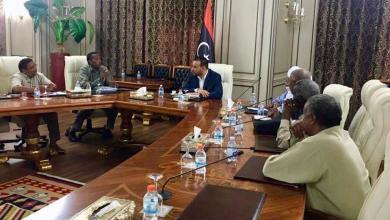 وكيل عام وزارة الصحة بحكومة الوفاق يلتقي في طرابلس مع أعيان غات