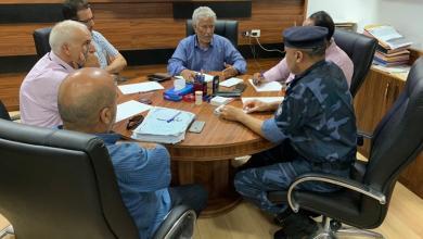 """Photo of """"لجنة الأزمة"""": الوقود متوفر بكميات كبيرة بالمحطات"""