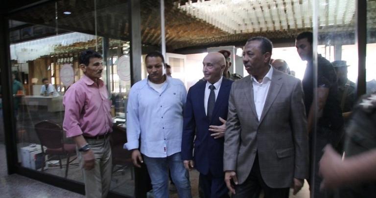 صالح يصل بنغازي ويبحث مشاريع الإعمار بالمدينة