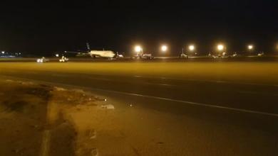 "Photo of إلغاء الرحلات بـ""معيتيقة"" بعد استهدافه بقذائف"