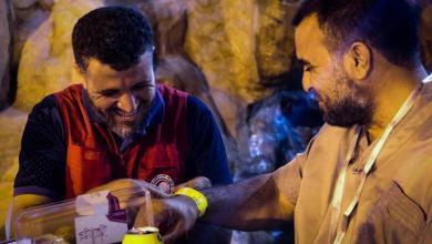 """Photo of الهلال الأحمر.. """"أيادٍ ناعمة"""" سهّلت رحلة الحجاج"""