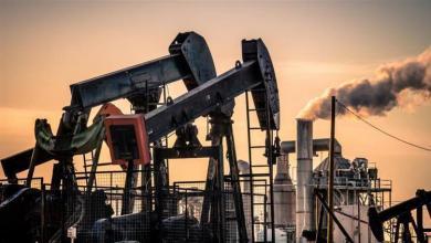 صورة النفط يُغلق مرتفعاً ويحقق مكاسب شهرية قياسية