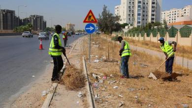 """Photo of أبوسليم """"حبيسة"""" أكوام القمامة.. وتبحث عن مخرج"""