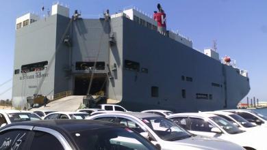 Photo of سيارات مستوردة وبضائع تصل ميناء بنغازي
