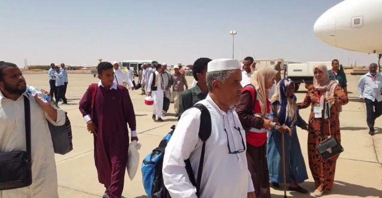 حجاج مدينة سبها يغادرون من مطار تمنهنت إلى مطار معيتيقة ومنه إلى جدة