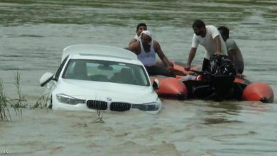 صورة شاب هندي يغرق سيارة بي إم دبليو لسبب غريب