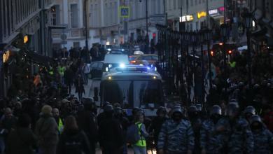Photo of المُعارضة الروسية تُجدد احتجاجاتها.. والشرطة تتدخّل