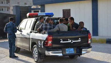 صورة ضبط متسللين غير قانونيين في مدخل طبرق الغربي