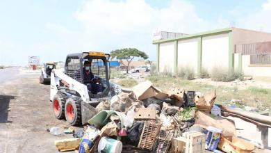 Photo of عمل متواصل لتنظيف شوارع بنغازي من مخلفات العيد