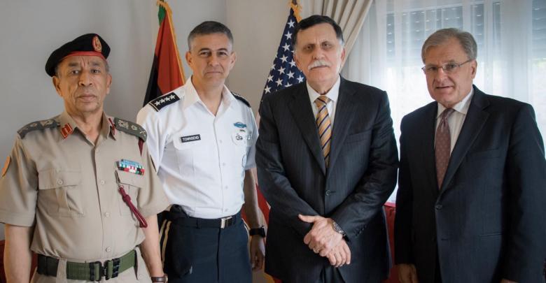 السراج يلتقي السفير الأمريكي وقائد الأفريكوم في تونس