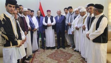 Photo of عقيلة صالح يلتقي وفدا من بلدية الشويرف