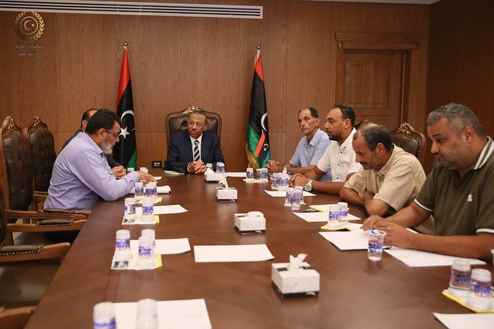 الثني يجتمع مع رئيس وأعضاء بلدية بنغازي لمناقشة البنية التحتية