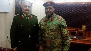 """اللواء فوزي المنصوري في صورة تجمعه مع المشير خليفة حفتر - """"أرشيفية"""""""